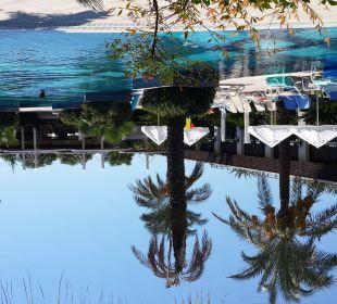 Blick auf die Poolanlage vom Steg zum Strand Sunis Hotel Evren Beach Resort & Spa