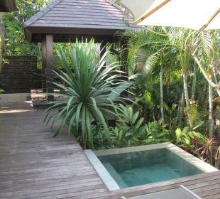 Außenanlage der Villa Sea Sand Sun Resort