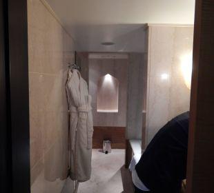 Das große Bad Sheraton Hotel & Resort Abu Dhabi
