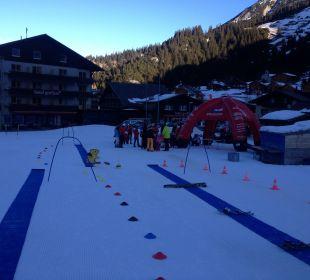 Blick von der Skischule auf das Gorfion Gorfion - Das Familienhotel