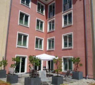 Sonnenterrasse Fitnessbereich Hotel Holiday Inn Nürnberg City Centre
