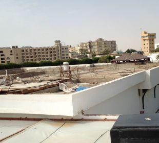 Aussicht von der Dachterrasse auf die Baustelle