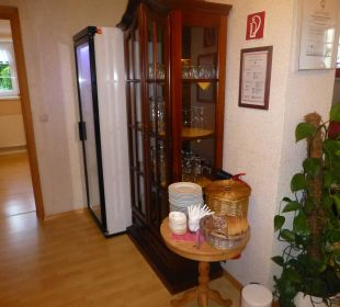 Gut gefüllter Kühlschrank. Hotel Sonneneck