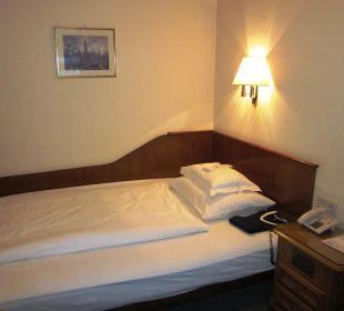 Letto ''queen size'' nella camera singola  Hotel Capricorno