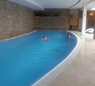 Pool im Wellnessbereich Maierl-Alm & Chalets