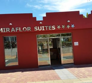 Eingang ins Paradies Hotel Miraflor Suites
