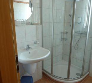 Dusche und Waschbecken Hotel Gasthof Fenzl