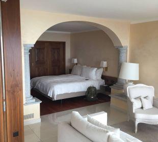 Blick aufs Bett Villa Orselina Boutique Hotel