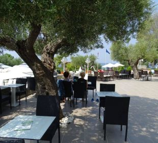 Sitzbereich an der Poolbar Acrotel Elea Village