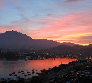 Blick vom Balkon nach Sonnenuntergang Art Deco Hotel Montana Luzern