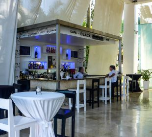 Cash Bar an der Lobby Hotel BlueBay Villas Doradas Adults Only