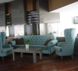 Sofas bei Hauptbar Fodele Beach & Water Park Holiday Resort