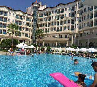 Hotelansicht vom Pool Side Sun Bella Resort & Spa