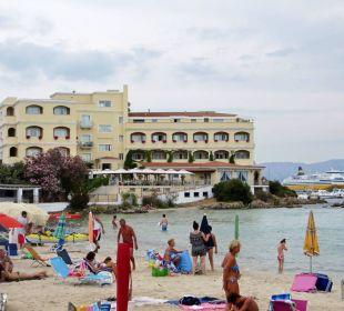 Blick auf das Hotel vom Strand Hotel Gabbiano Azzurro