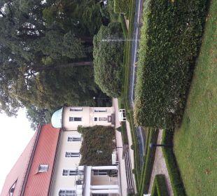 Parkanlage mit leiser Musik Hotel Schloss Schweinsburg
