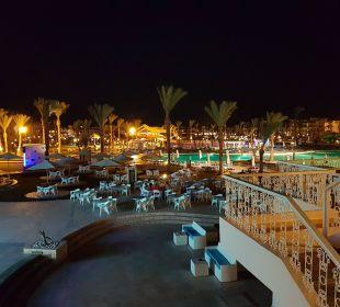 Außen-Anlage Abends Dana Beach Resort