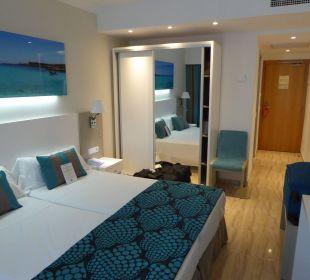 Die etwas kleinen neu renovierten Zimmer Universal Hotel Lido Park