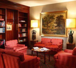 Library area Hotel De La Paix