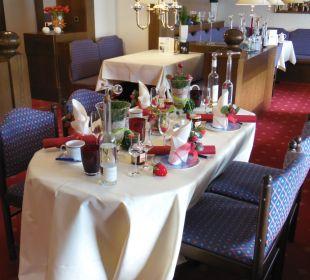 Ein Tisch mit Motiven zur Jahreszeit Moselromantik Hotel Thul