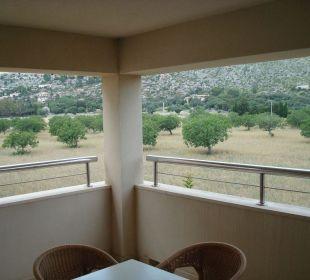 Terrasse mit Aussicht zum Land Aparthotel Duva & Spa