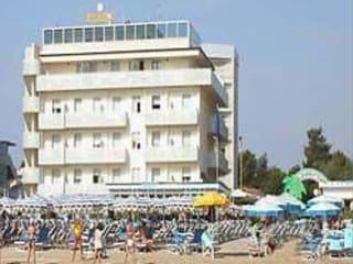 Papeete beach bagno in milano marittima holidaycheck for Bagno holiday milano marittima