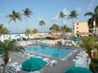 Hotel Outrigger Beach Resort
