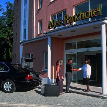 Allee Parkhotel Maximilian