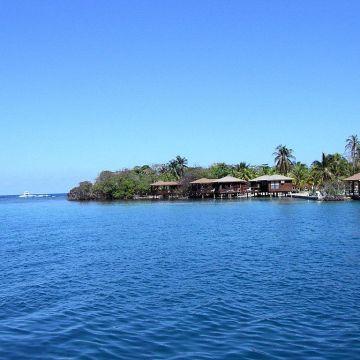 Las Rocas Resort & Dive Center
