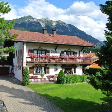 Gästehaus und Ferienwohnungen Isarwinkel