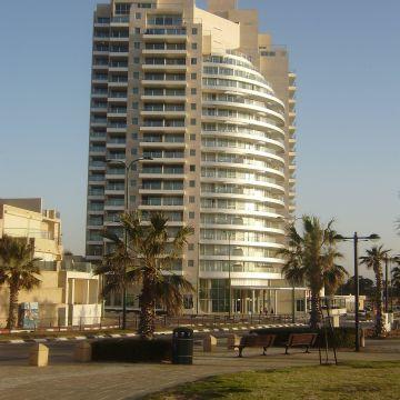 Hotel & Suites Ramada
