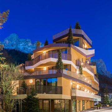 Hotel Tofana Explorer's Home
