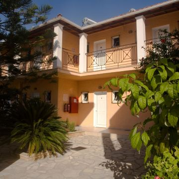 Metaxa Apartments
