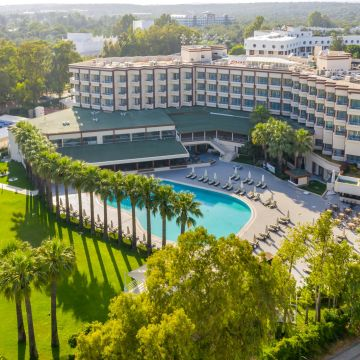 Maritim Hotel Saray Regency