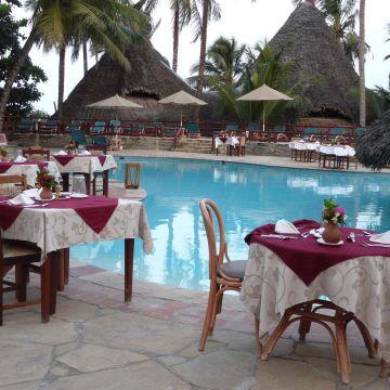 Hotel Pinewood Beach Resort & Spa