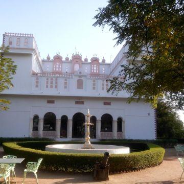 WelcomHeritage Bijayniwas Palace