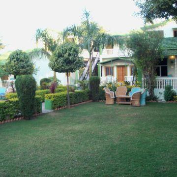 Hotel Vatika Resort