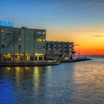 Hotel Sailport Waterfront Suites
