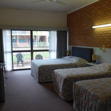 Best Western Hotel Batchelor Resort