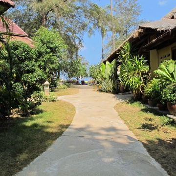 Hotel Lanta Castaway Resort