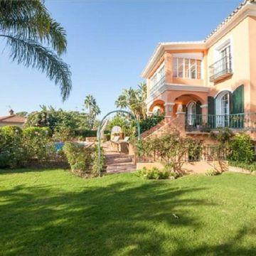Frontline beach Villa