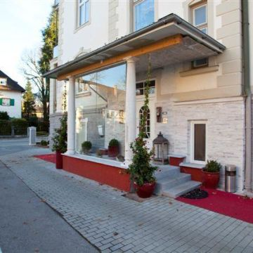 Hotel Pension Almrausch
