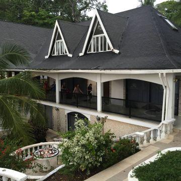 Hotel Perla Real Inn
