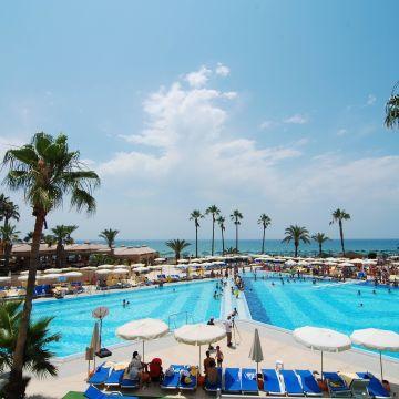Hotel Adora Golf Resort