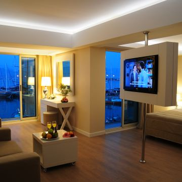 Alesta Yacht Hotel
