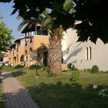 Castello Studios & Apartments