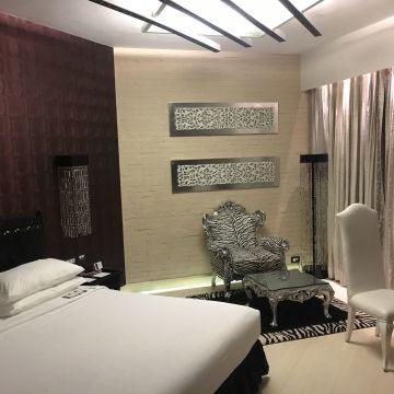 Hotel The Zuri