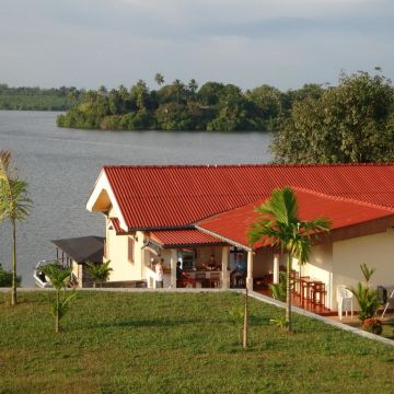 Kalla Bongo Lake Resort