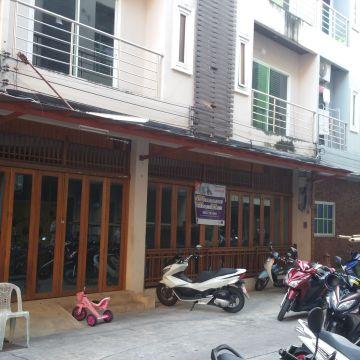 Panomporn Patong Place