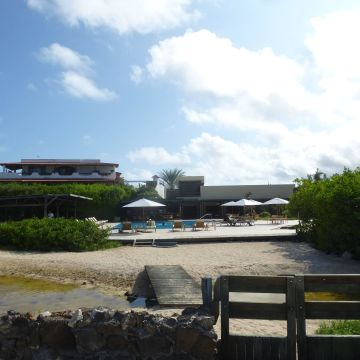 Eco Hotel Finch Bay