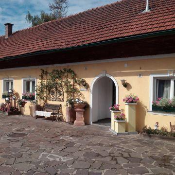 Pension Arkadenhof
